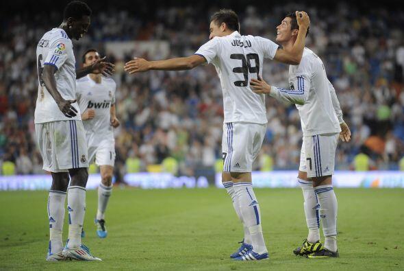 Tres de los ocho goles de su club fueron obra de Adebayor, un 'hat-trick'.