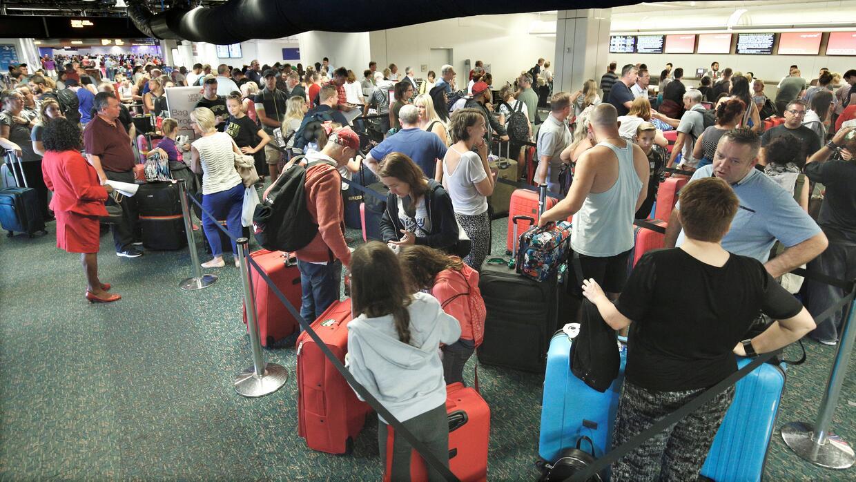 Colas para escapar de Irma en el Aeropuerto Internacional de Orlando.