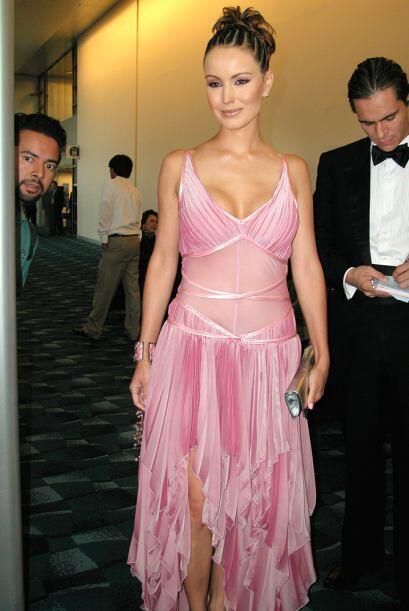 También en el 2004, Alejandra Barros se arriesgó con este rosado transpa...