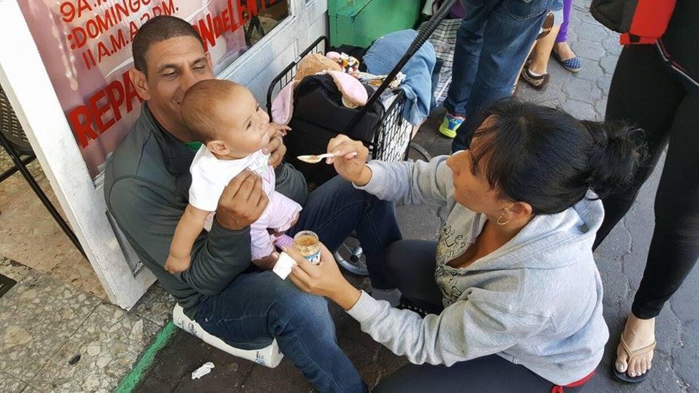 Las familias de cubanos que se quedaron varados del lado mexicano de la...