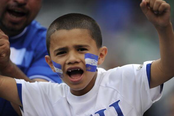 Este `barra brava` de Honduras celebra la clasificación de su equ...