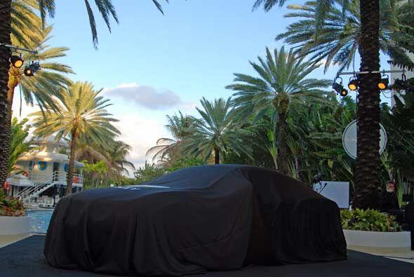 Bentley llegó el Hotel Raleigh de Miami Beach para presentar la s...