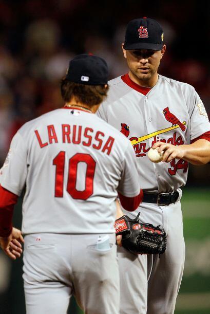 Tony LaRussa también se mostró nervioso, sin embargo, intentó hacer los...