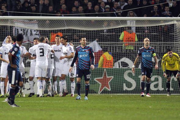 El francés Karim Benzema puso las cosas 1-0.