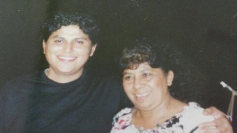 David Peralta y su madre, en un encuentro familiar en México.