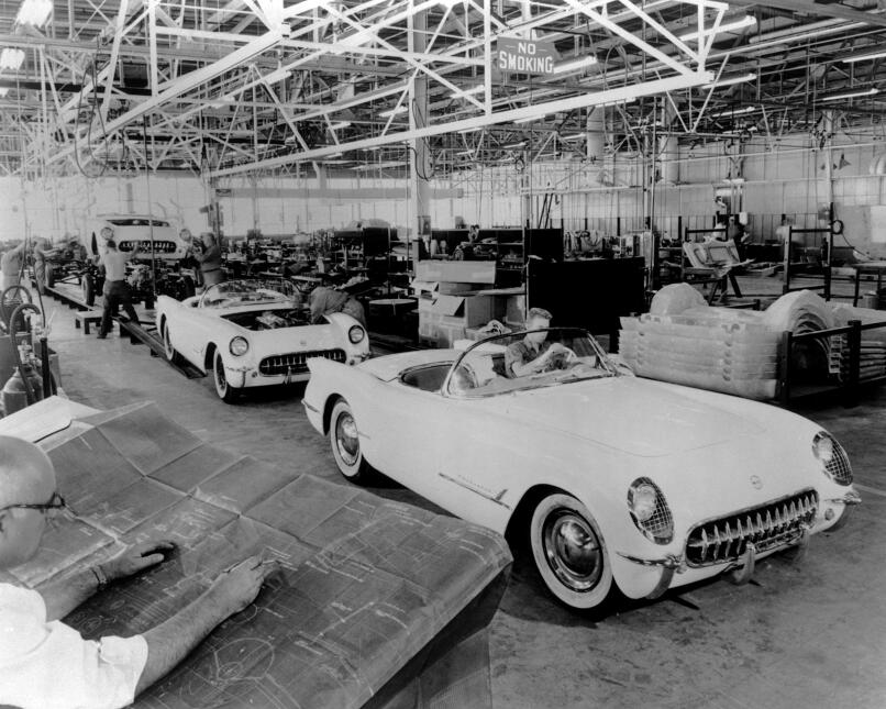 Los primeros Corvettes producidos en Flint, Michigan el 30 de Junio de 1953