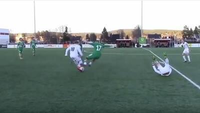 Terrible 'plancha' en el fútbol noruego