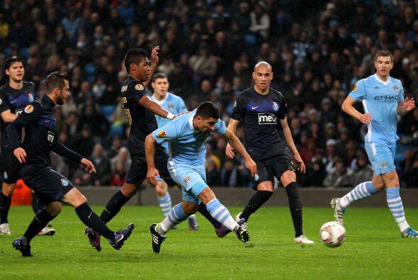 Y sólo 2 minutos más tarde, el chileno Pizarro marcó su primer gol con l...
