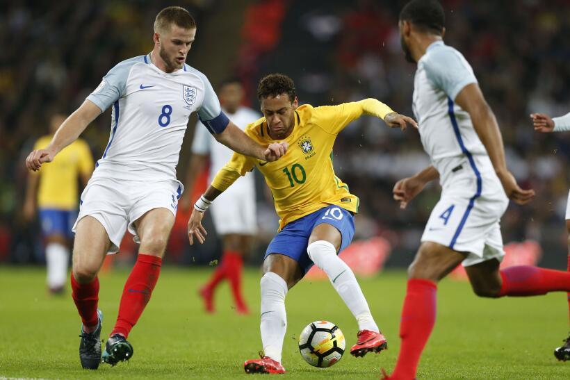Inglaterra y Brasil empatan sin goles en Wembley gettyimages-874192000.jpg