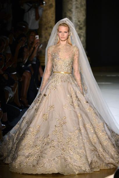 Elie Saab, siempre es muy detallista en cada diseño. Este tipo de vestid...