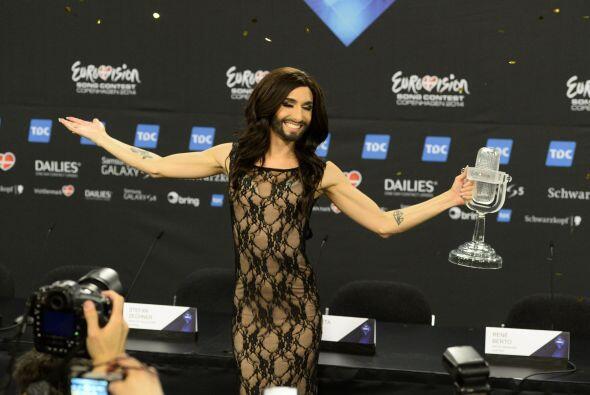 La cantante se presentó ante los medios de comunicación para presumir su...