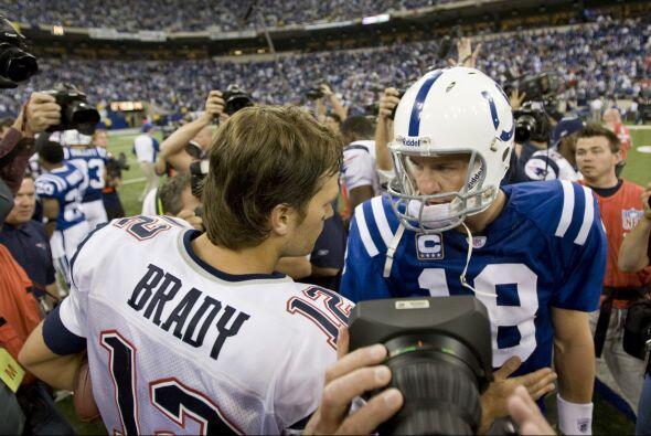 10.- 4 de noviembre del 2007.- Tom Brady orquestó un regreso para los Pa...