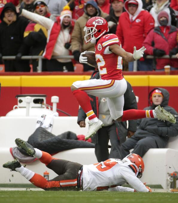 Los Kansas City Chiefs le ganaron 17-13 a los Cleveland Browns, ligan 9...