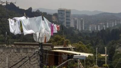 El Gobierno mexicano recortó su previsión de crecimiento económico para...