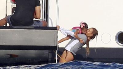 Blue Ivy y Beyoncé son dos sirenitas en el mar