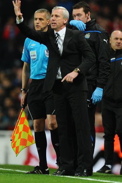 Alan Pardew, entrenador del Newcastle, le pedía máxima concentración a s...
