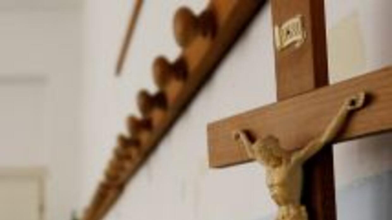 Jueza de Suprema Corte instó a retirar crucifijos de salas de audiencia...