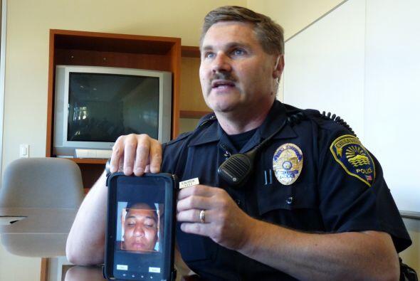 El oficial Rob Halverson de la Policía de Chula Vista muestra como usó e...