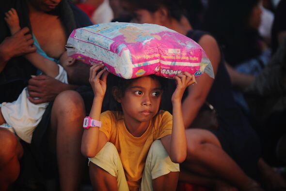 Filipinas ha sido cuestionado por lentitud en la ayuda a los más necesit...