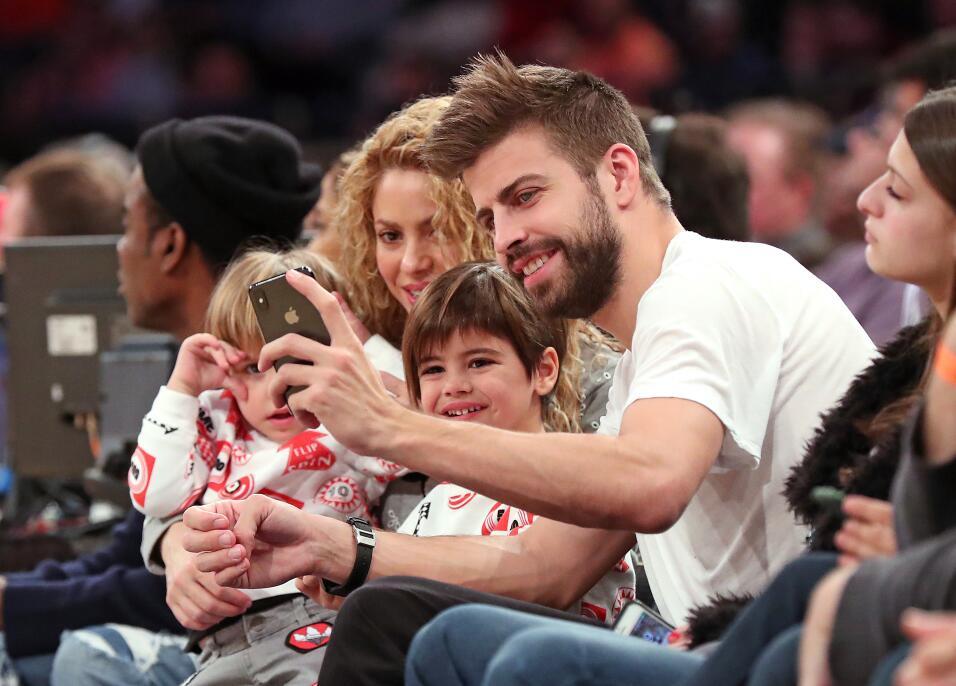 Shakira y su familia en partido de basket