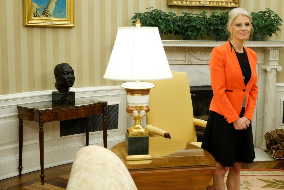 Ovall Office Trump
