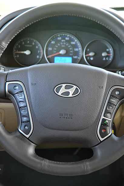 El volante permite operar todas las funciones de audio, control crucero...