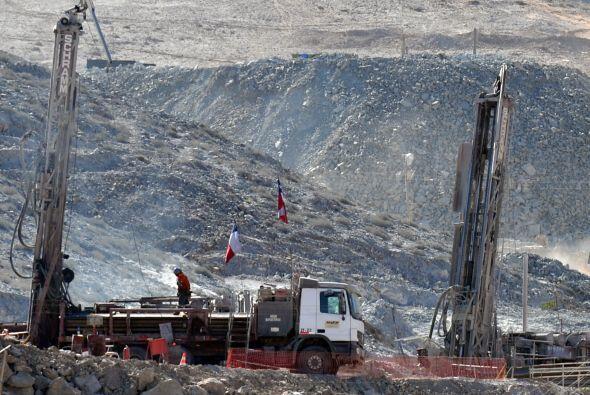 5 de agosto:  33 mineros quedaron bloqueados en la mina de oro y cobre d...