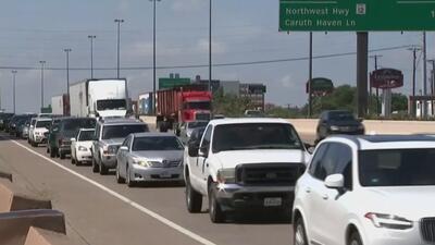 Accidente obliga el cierre de varias carreteras y provoca un caos vial en Dallas