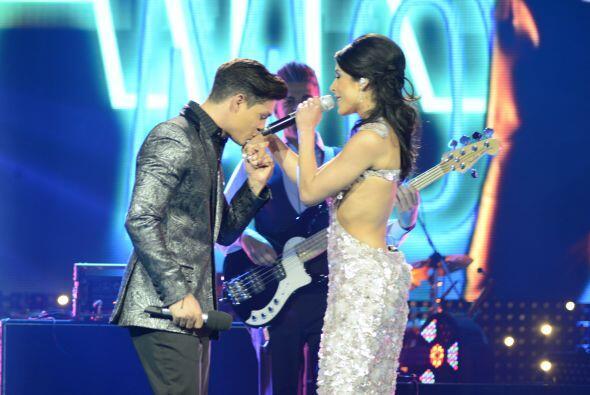 Danny cantó con unos invitados especiales al inicio de la gran final.