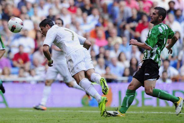 A partir de allí, Real Madrid se instaló en el campo del Betis.