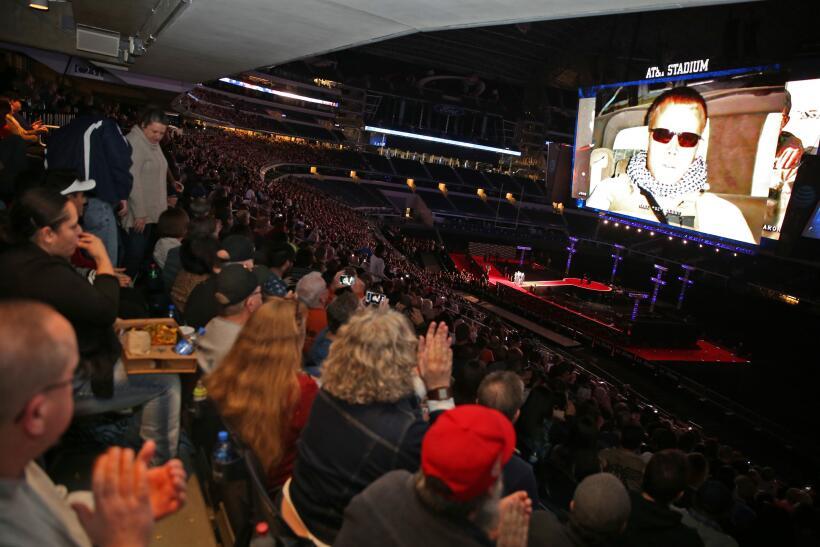 Película se proyectó en el AT&T Stadium en Arlington a...