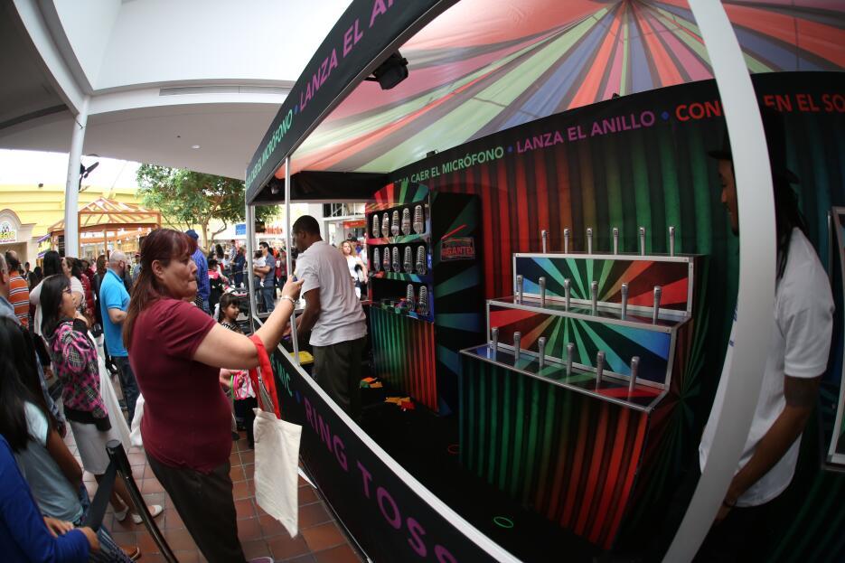 Cientos de personas disfrutaron el Carnaval de Pequeños Gigantes USA en...