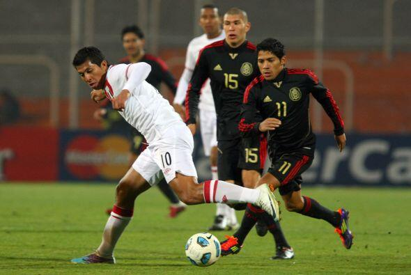 El número 10 de Perú Rinaldo Cruzado fue de los hombres que más dinámica...