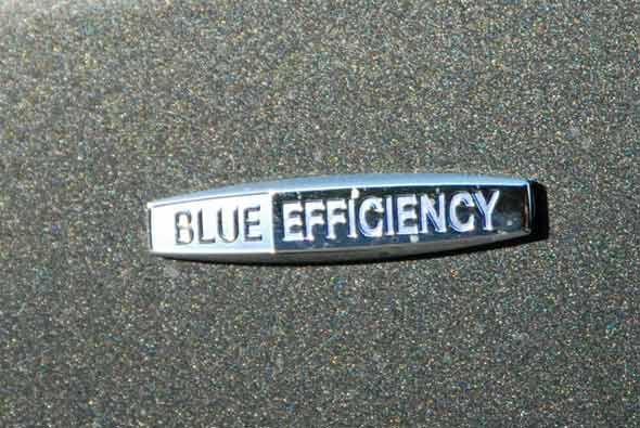 El Mercedes-Benz S400 Hybrid 2010 forma parte de la iniciativa Blue Effi...