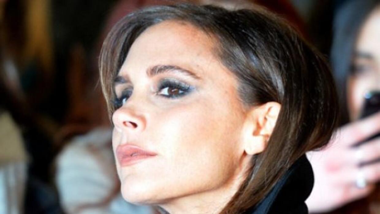 Victoria Beckham llega más sofisticada y guapísima a los 40