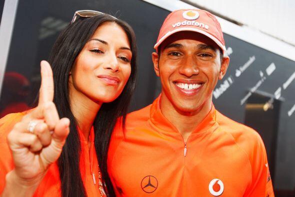 Desde 2007 Hamilton es piloto oficial de la escudería McLaren; compartie...