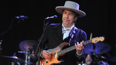 Bob Dylan en el escenario de Vieilles Charrues en Francia