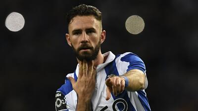 Con gol de Layún, Porto apaleó 7-0 a Nacional y ya lidera la liga portuguesa