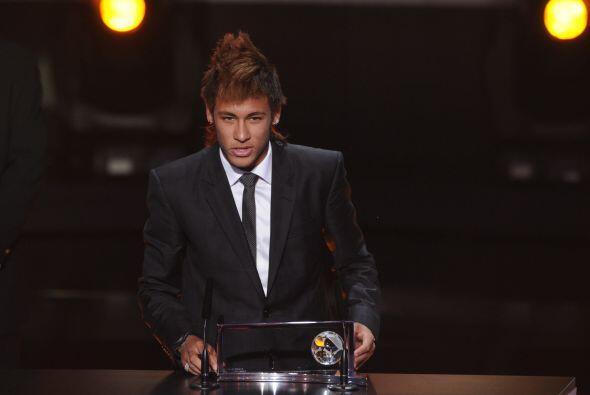 El brasileño neymar ganó el premio al Mejor Gol del 2011,...