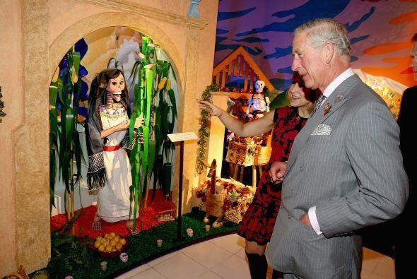 El príncipe de Gales recibió una guía personalizada. Por cierto, ¿ya se...