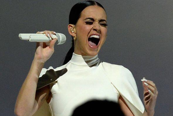 Katy Perry hizo una de las interpretaciones más emotivas de la noche con...
