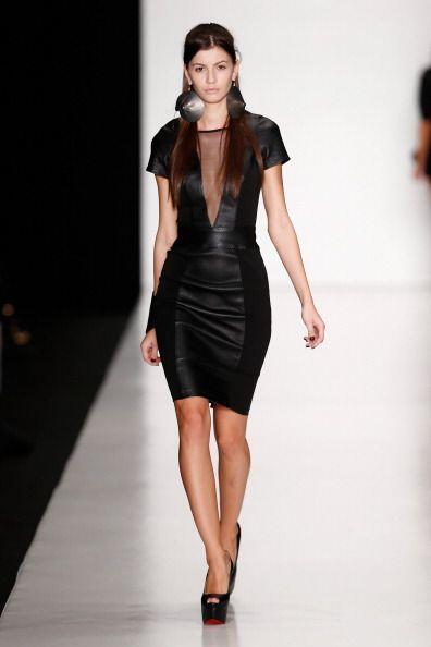 ¡Un vestido en 'leather' con transparencias será el 'boom' con el que so...