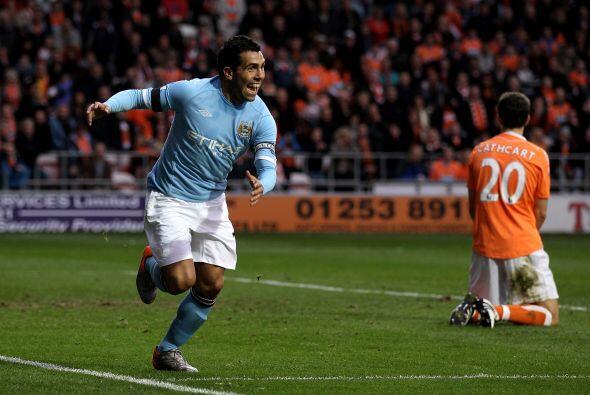 Carlos Tévez abrió el marcador y lo incrementó, llegando a siete goles e...