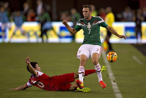 7 Miguel Layún   Le costó ir a línea de fondo pese a su voluntad ofensiv...