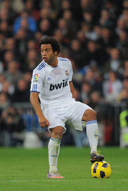 Si bien es cierto que no es Roberto Carlos, pero Marcelo cumple sin mayo...