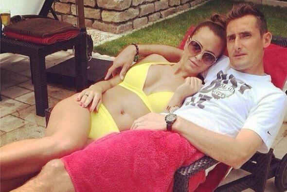 Miroslav Klose cargó esta imagen donde se le ve descansando junto a su e...