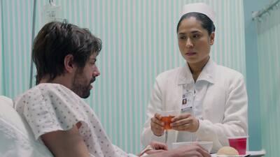 'Rosario Tijeras' - Antonio recobró el conocimiento y suplica ayuda a una enfermera - Escena del día