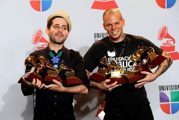Mejor Canción Urbana    Cuando Los Pies Besan El Piso Calle 13, song...