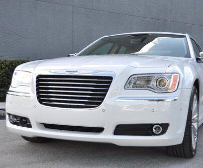 Chrysler 300Antes del boom de las minivans y SUVs, los grandes sedanes...