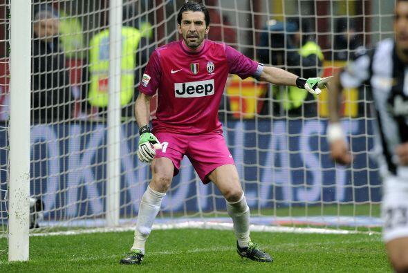El arco cuenta con el experimentado guardameta italiano Gianluigi Buffon.